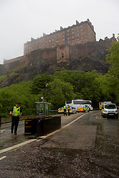 Police were out in force to attend an incident in the shadow of Edinburgh Castle. pic copyright Terry Murden @edinburghelitemedia