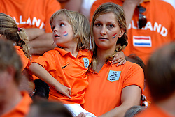 25-06-2006 VOETBAL: FIFA WORLD CUP: NEDERLAND - PORTUGAL: NURNBERG<br /> Oranje verliest in een beladen duel met 1-0 van Portugal en is uitgeschakeld / Supporters, toeschouwers, oranje legioen<br /> ©2006-WWW.FOTOHOOGENDOORN.NL