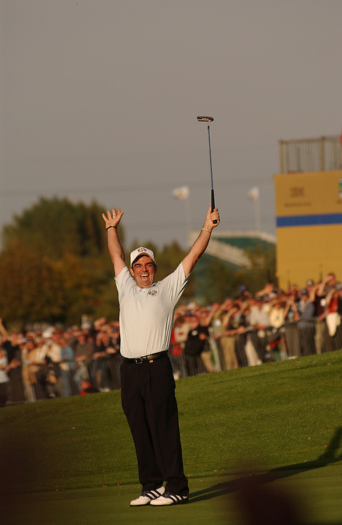Sutton Coldfield, UK..2002 Ryder Cup..09/29/02, Sunday Singles Matches..Photograph