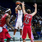 Anadolu Efes's Dontaye Draper (C) during their Gloria Cup Basketball Tournament match Anadolu Efes between Olympiacos at Ulker Sports Arena in istanbul Turkey on Tuesday 23 September 2014. Photo by Aykut AKICI/TURKPIX