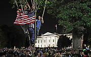 Americans cheer outside the White House over the death of Osama Bin Laden in Washington, May 1 , 2011.      REUTERS/Jim Young
