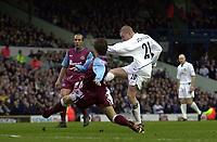 Photo: Greig Cowie<br />Barclaycard Premiership. Leeds United v West Ham United. 08/02/2002<br />Seth Johnson fires home for Leeds