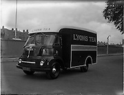 25/05/1962<br /> 05/25/1962<br /> 25 May 1962<br /> Vehicles at Lincoln and Nolan. Image shows a Lyon's Tea Austin van.