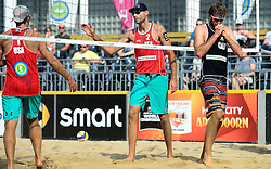17-07-2014 NED: FIVB Grand Slam Beach Volleybal, Apeldoorn<br /> Poule fase groep A mannen - Sean Rosenthal and Philip Dalhausser USA, rechts Ben Saxton CAN