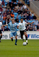 Photo: Leigh Quinnell.<br /> Coventry City v Luton Town. Coca Cola Championship.<br /> 29/10/2005. Lutons Carlos Edwards comes under the watchfull eye of Coventrys Gary McSheffrey.