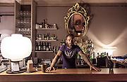 Bologna, Casa Minghetti in piazza Minghetti, bartender Andrea Panizzi