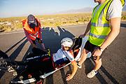De avondruns op de zesde racedag. In Battle Mountain (Nevada) wordt ieder jaar de World Human Powered Speed Challenge gehouden. Tijdens deze wedstrijd wordt geprobeerd zo hard mogelijk te fietsen op pure menskracht. De deelnemers bestaan zowel uit teams van universiteiten als uit hobbyisten. Met de gestroomlijnde fietsen willen ze laten zien wat mogelijk is met menskracht.<br /> <br /> In Battle Mountain (Nevada) each year the World Human Powered Speed Challenge is held. During this race they try to ride on pure manpower as hard as possible.The participants consist of both teams from universities and from hobbyists. With the sleek bikes they want to show what is possible with human power.