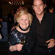 Radio 2 Gala vh Nederlandse Lied 2005, Ria Alberti en John de Mol Jr..oma, kleinzoon