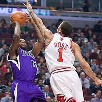21 December 2009: Sacramento Kings guard Tyreke Evans takes a jumpshot over Chicago Bulls guard Derrick Rose during the Sacramento Kings 102-98 victory over the Chicago Bulls at the United Center, in Chicago, Illinois, USA.