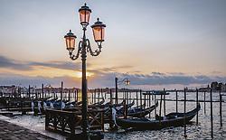 THEMENBILD - eine Reihe Venezianische Gondeln bei Sonnenaufgang, aufgenommen am 05. Oktober 2019 in Venedig, Italien // a row of Venetian gondolas at sunrise in Venice, Italy on 2019/10/05. EXPA Pictures © 2019, PhotoCredit: EXPA/ JFK