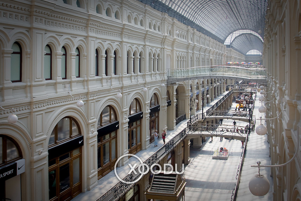 Main arcade of Moscow's GUM department store (Moskva (Moscow), Russian Federation - Aug. 2008) (Image ID: 080817-1007381a)