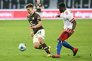 Fussball: 2. Bundesliga, FC St. Pauli - Hamburger SV, Hamburg, 01.03.2021<br /> Finn Ole Becker (Pauli, l.) - Stephan Ambosius (HSV)<br /> © Torsten Helmke