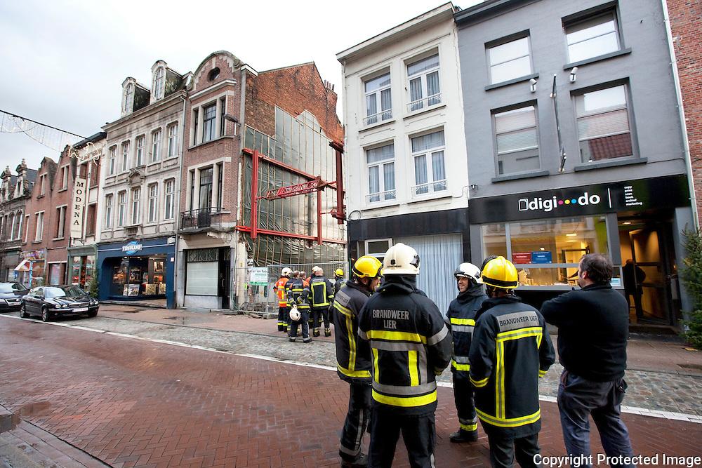 verzakking/scheuren in rijhuis in de Berlarij Lier-tussenkomst brandweer-jdw