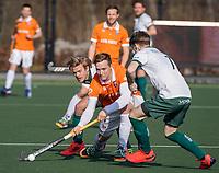 ROTTERDAM -  Floris Wortelboer (Bldaal) met Olivier Hortensius (Rotterdam) en Menno Boeren (Rotterdam)  tijdens de competitie hoofdklasse hockeywedstrijd mannen,  Rotterdam-Bloemendaal (1-2).  COPYRIGHT  KOEN SUYK