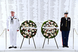 US-Präsident Barack Obama und Japans Premier Shinzo Abe beim Gedenken an die Opfer des japanischen Angriffs auf Pearl Harbor vor 75 Jahren / 271216<br /> <br /> <br /> <br /> ***Photo shows wreaths laid by Japanese Prime Minister Shinzo Abe and U.S. President Barack Obama at the USS Arizona Memorial at Pearl Harbor in Hawaii on Dec. 27, 2016, to commemorate those who died in the Japanese surprise attack there in 1941.***