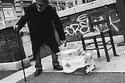 Un uomo vende figurine dei Santi per strada a Roma 14 novembre 2016. Christian Mantuano / OneShot<br /> <br /> A man sells figurines of the Saints in the street in Rome November 14, 2016. Christian Mantuano / OneShot