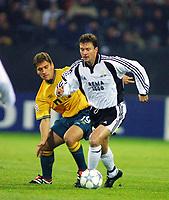 Football, Champions League, 23. oktober 2001. Rosenborg-Celtic 2-0. Roar Strand, Rosenborg, og Stilian Petrov, Celtic.