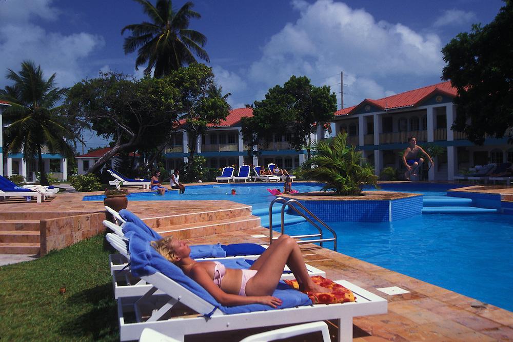 BELIZE / San Pedro / Turists at a Resort...© JOAN COSTA