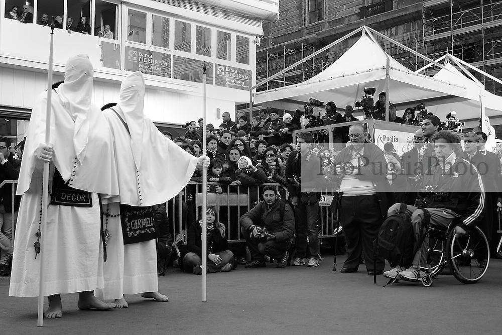I riti della Settimana Santa a Taranto, rientro della Processione dei Misteri nella Chiesa del Carmine