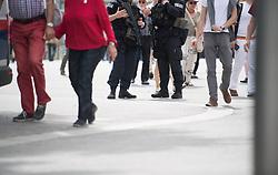 """01.05.2018, Rathausplatz, Wien, AUT, SPÖ, Traditioneller Maiaufmarsch am Tag der Arbeit unter dem Motto """"Zeit für mehr Solidarität"""". im Bild WEGA Beamte mit Sturmgewehr und Schutzweste // during labour day celebration of the austrian social democratic party at Rathausplatz in Vienna, Austria on 2018/05/01. EXPA Pictures © 2018, PhotoCredit: EXPA/ Michael Gruber"""