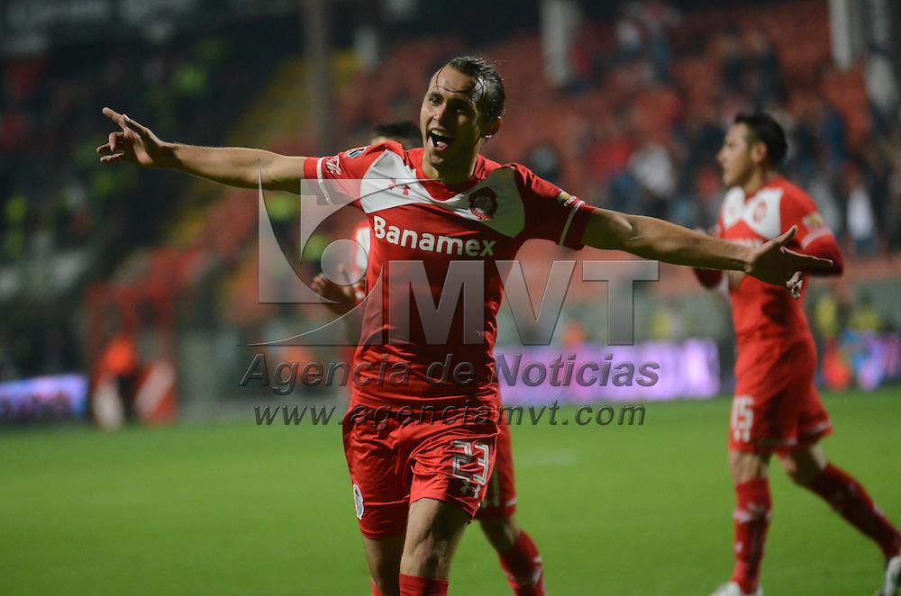Toluca, México.- Omar Arrellano (23) jugador del Toluca, festeja su gol, durante el partido correspondiente a la Jornada 11 del Torneo Apertura 2015 de la Liga MX donde Toluca ganó por marcador de 4-1. Agencia MVT / Arturo Hernández.