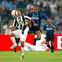 Bari 3/8/2004 Trofeo Birra Moretti - Juventus Inter Palermo. <br /> <br /> Alessio Tacchinardi Juventus and Juan Sebastian Veron Inter<br /> <br /> Risultati / results (gare da 45 min. each game 45 min.) <br /> <br /> Juventus - Inter 1-0 Palermo - Inter 2-1 Juventus b. Palermo dopo/after shoot out <br /> <br /> Photo Andrea Staccioli