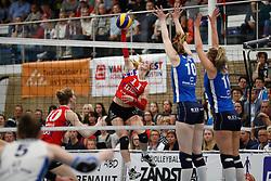 20170430 NED: Eredivisie, VC Sneek - Sliedrecht Sport: Sneek<br />Roos van Wijnen (11) of VC Sneek, Carlijn Ghijssen - Jans (10) of Sliedrecht Sport, Inge Molendijk (11) of Sliedrecht Sport <br />©2017-FotoHoogendoorn.nl / Pim Waslander