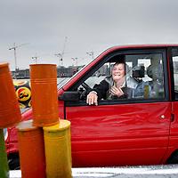 Nederland, Amsterdam , 17 juni 2011..De 'Canta drive-in' is de Amsterdam-Noord-variant van de Amerikaanse drive-in: films bekijken vanuit je eigen auto, popcorn kopen door het portierraam, toeteren als het spannend wordt.?Hier echter geen benzineslurpende sleeën, maar kleine, handige gehandicaptenvoertuigen die overal geparkeerd mogen worden.?De Canta iseen cultobject geworden, en vooral in Amsterdam opvallend populair. Amsterdam kent dan ook de grootste Canta populatie ter wereld..Het voorprogramma biedt speciale Canta-activiteiten zoals: 'Canta disco fotoshoot', 'Canta drive by bowling', 'Canta Car Wash'en de 'Canta Drive In'.?Waaijenberg Mobiliteit, fabrikant van de Canta, zal deze dag ook aanwezig zijn met een aantal Canta's om kennis mee te maken en een proefrit te maken. ?Tevens zal het enige 4x4 gehandicaptenvoertuig ter wereld aanwezig zijn.Foto:Jean-Pierre Jans