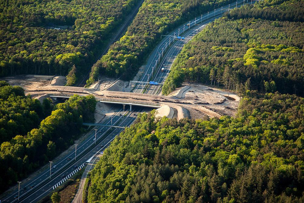 Nederland, Noord-Holland, Hilversum, 09-05-2013; Ecoduct Zwaluwenberg, over A27 en spoorlijn Utrecht - Hilversum, Ecocorridor. Aangelegd om ecologische versnippering tegen te gaan.<br /> Ecoduct Zwaluwe Berg, motorway A27 and railway Utrecht - Hilversum, Ecocorridor. Build to counteract ecological fragmentation.<br /> luchtfoto (toeslag op standard tarieven)<br /> aerial photo (additional fee required)<br /> copyright foto/photo Siebe Swart