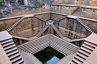 Inde, Gujarat, region du Kutch, Bhuj, puit à degré de Ram-Kund// India, Gujarat, Kutch, Bhuj, Ram-Kund stepwell