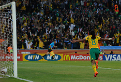 11.06.2010, Soccer City Stadium, Johannesburg, RSA, FIFA WM 2010, Südafrika vs Mexico im Bild Siphiwe Tshabalala of South Africa celebrates his goal for 1-0, EXPA Pictures © 2010, PhotoCredit: EXPA/ IPS/ Mark Atkins / SPORTIDA PHOTO AGENCY