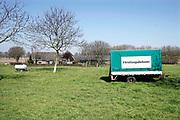 Nederland, Niftrik, 5-4-2020 Boeren in het land van maas en waal protesteren tegen de maatregelen die hun worden opgelegd om het stikstofprobleem op te lossen. Slogan Trots op de boer moet de beeldvorming van het boerdenbedrijf en de voedselproductie gunstig beinvloeden . Foto: Flip Franssen