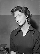 30/09/1952 <br /> 09/30/1952<br /> 30 September 1952<br /> Abbey Theatre portraits.<br /> Doreen Madden, Abbey Theatre and Galway.
