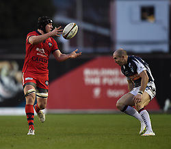 Bristol Rugby's replacement flanker, Nick Koster passes the ball to Andy Short - Photo mandatory by-line: Paul Knight/JMP - Mobile: 07966 386802 - 18/01/2015 - SPORT - Rugby - Bristol - Ashton Gate Stadium - Bristol Rugby v Yorkshire Carnegie - Greene King IPA Championship