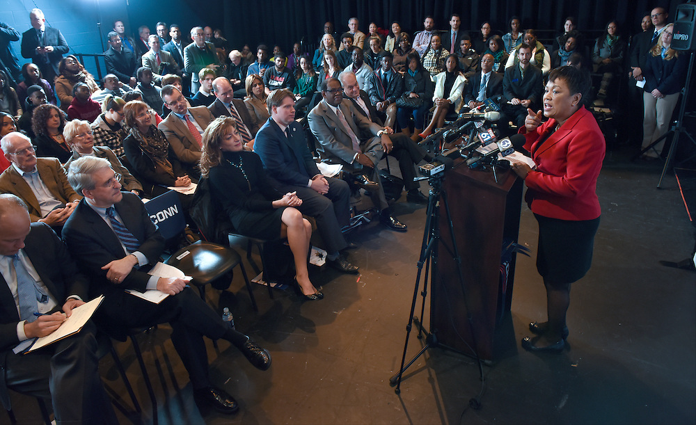 Photo by Mara Lavitt<br /> December 1, 2015 <br /> Co-op Arts and Humanities High School, New Haven.<br /> Announcement of UConn commitment of $5000 to each New Haven Promise scholar attending UConn starting in fall 2016. New Haven Mayor Toni Harp.