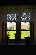 Węgorzewo, 2007-08-07. Okno w sali Muzeum Kultury Ludowej - Park Etnograficzny w Węgorzewie