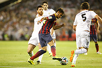 Real Madrid´s Xabi Alonso (L) and F.C. Barcelona´s Neymar Jr during the Spanish Copa del Rey `King´s Cup´ final soccer match between Real Madrid and F.C. Barcelona at Mestalla stadium, in Valencia, Spain. April 16, 2014. (ALTERPHOTOS/Victor Blanco)