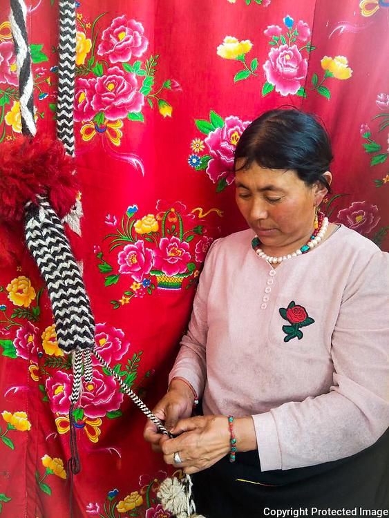 Weaving by Pema Tsetso, ༧པད་མ་ཚེ་མཚོ།, 白玛才措