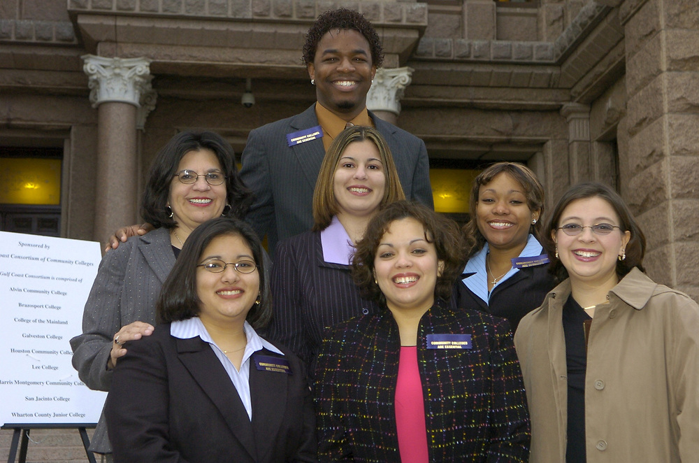 Austin, TX 17FEB05: Texas community college students in front of the Texas Capitol where they are participating in a lobbying effort to obtain more dollars for public education in Texas. Mixed ethnic groups of students are from individual community colleges.   ©Bob Daemmrich /