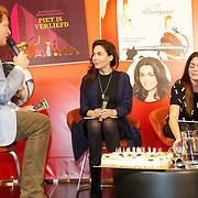 NLD/Amsterdam/20151110 - Boekpresentatie Sinterklaasboeken geschreven door Bn-ers, Albert Verlinde met Halina Reijn en Kim=Lian van der Meij
