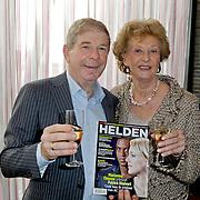 NLD/Ridderkerk/20120222 - Presentatie Helden, Frits Barend en partner Marijke met eerste blad
