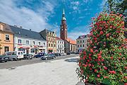 Starogard Gdański, (województwo pomorskie) 13.07.2016. Rynek wraz z zabytkowymi kamienicami, posadowionych na średniowiecznych fundamentach