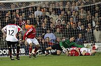 Fotball<br /> England 2004/2005<br /> Foto: SBI/Digitalsport<br /> NORWAY ONLY<br /> <br /> Nottingham Forest v Sheffield United<br /> City Ground, Nottingham<br /> Coca Cola Championship, 12/04/2005<br /> <br /> Alan Quinn scores for Sheffield