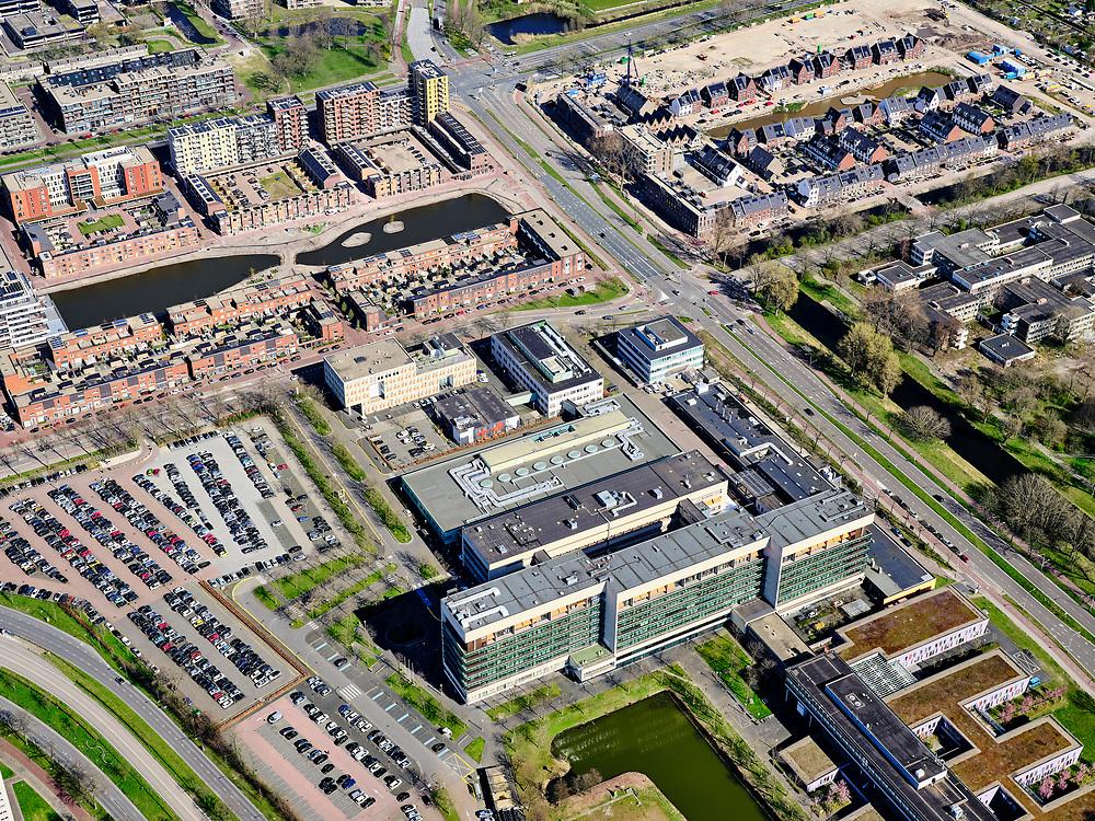 Nederland, Noord-Holland, Haarlem;  03-23-2020; Spaarne Gasthuis Haarlem Zuid, ontstaan uit fusie van Spaarne Ziekenhuis en Kennemer Gasthuis.<br /> Spaarne Gasthuis Haarlem South, merger of Spaarne Hospital and Kennemer Gasthuis.<br /> <br /> luchtfoto (toeslag op standard tarieven);<br /> aerial photo (additional fee required)<br /> copyright © 2020 foto/photo Siebe Swart
