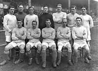 Chelsea team group 1914 / 15 season.  FA Cup Finalists. Lost to Sheffield United 3-0 <br /> Back row, L to R.  Fred Taylor, Jack Whitley (trainer), Walter Bettridge, James Molyneux, Tom Logan, Andrew Walker, Jack Harrow. <br /> Front: Harry Ford, Harold Halse, Bob Thomson, Jimmy Croal, Robert McNeil. <br /> Credit : Colorsport