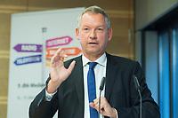 """16 OCT 2014, BERLIN/GERMANY:<br /> Lutz Marmor, ARD Vorsitzender, 9. dbb Medienkonferenz 2014, """"Wo steht die ARD?/ Öffentlich-Rechtliche und junges Publikum"""",  dbb forum berlin<br /> IMAGE: 20141016-02-042"""