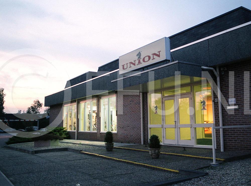 Fotografie Frank Uijlenbroek©2001/Frank Brinkman.011027 nieuwleusen ned.union zo goed als failliet .uyl121569.jpg
