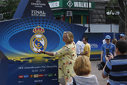 May 25, 2018 - Kiev, Ukraine - Soccer fans pose for photos at the UEFA Champions League Final fan zone in Kyiv, Ukraine, 25 May, 2018. Real Madrid will face Liverpool FC in the UEFA Champions League final at the NSC Olimpiyskiy stadium on 26 May 2018. (Credit Image: © Str/NurPhoto via ZUMA Press)