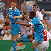NLD/Rotterdam/20060507 - Finale competitie 2005/2006 Gatorade cup Ajax - PSV, Klaas Jan Huntelaar (25) scoort uit inmogelijke positie tussen 2 verdedigers