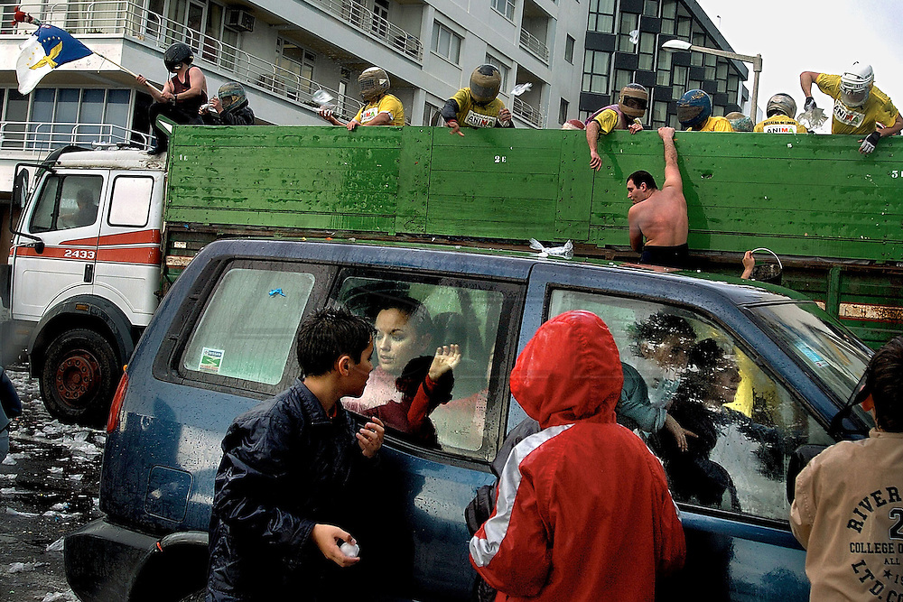 Every year in Carnival Tuesday, people from the main azorean Sao Miguel island gather in Ponta Delgadas seaside street (Ponta Delgada is Sao Miguel capital city) to take part in the Lime Battle. The crazy battle consists in throwing stearine balls filled with water (named limes)  until everybody gets completely wet.  Stearine is a animal or vegetable solid fat. Nowadays plastic bags and air ballons are also being used in the battle.